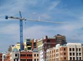 Huge crane on top of a newly constructed building. — Stock Photo
