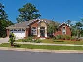 Single story brick residential home with the garage in the front. — Foto Stock