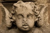 Stone sculpture of a cherub on the wall — Stock Photo