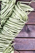 Raw spinach fettuccine pasta — Stock Photo