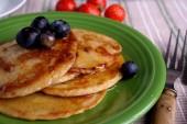 Placa café da manhã com panquecas — Fotografia Stock