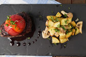 Sirloin steak with roasted potatoes — Zdjęcie stockowe