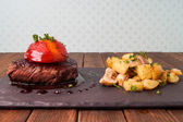 Sirloin steak with roasted potatoes — Foto de Stock