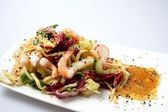Delicious summer prawn and noodles salad — Stock Photo
