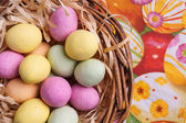 Easter Egg in Basket — Stock Photo
