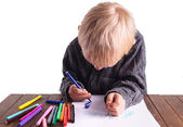 Little boy draws a drawing — Stock fotografie