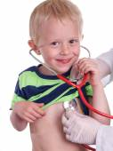 Doctor examines a young child. — Stock Photo