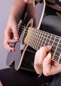 Hands of an teenager plays guitar — Stockfoto