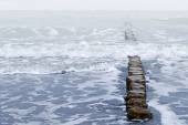 Wooden breakwater and waves, stormy sea weather — Stock Photo