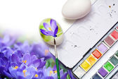 Painting spring flowers on eggs for easter decoration — Stock Photo