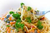 Spaghetti with vegetable sauce, vegetarian and healthy, close up — Stock Photo