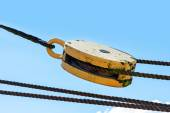 Pulley with ropes against the blue summer sky — Stock Photo