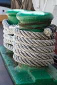 Ropes on an ancient sailing vessel — Stockfoto