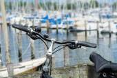 Bicycle in front of the marina with blurred yachts — Stock Photo