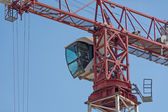 Crane cab against the blue sky — Stock Photo