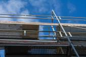 Scaffolding with a view in the blue sky — Stock Photo