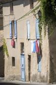 Typical house in south France with blue shutters and drying laun — Stock Photo