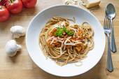 Wholemeal spaghetti with sauce of tomatoes, mushrooms and parmes — Stock Photo