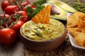 Mexican Cuisine: Nachos and Guacamole Sauce — Stock Photo