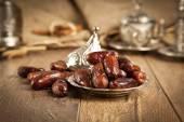 Dried date palm fruits or kurma, ramadan ( ramazan ) food — Stock Photo