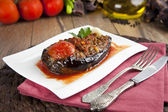 Turkish Traditional Aubergine Eggplant Meal - Karniyarik (Riven Belly) — 图库照片