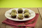 Homemade chocolate with crushed pistachios, shallow focus — Stock Photo
