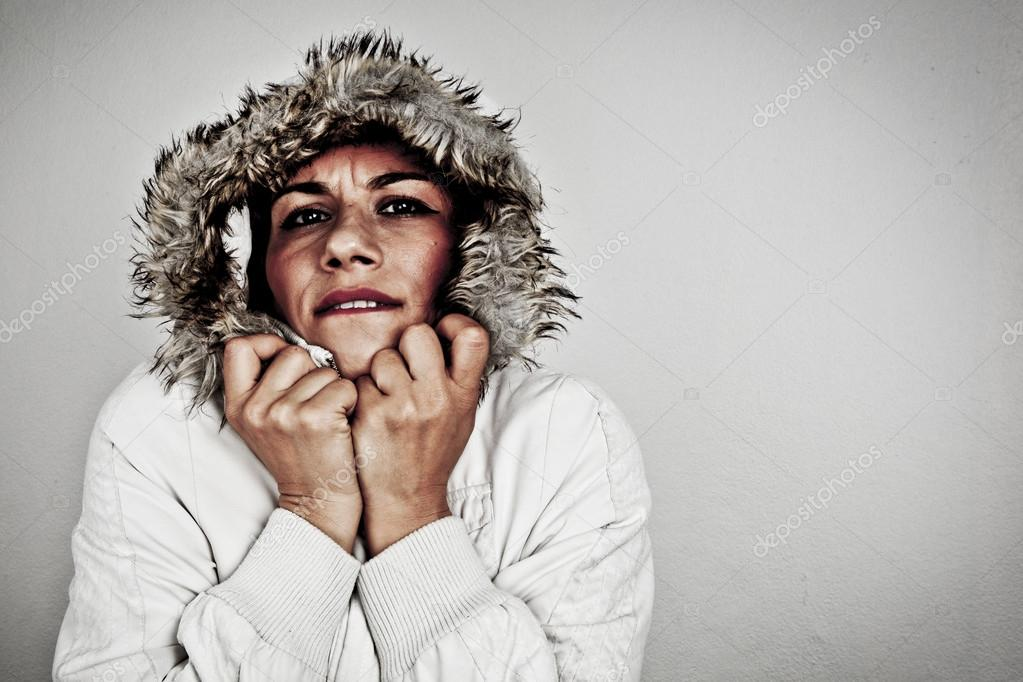 belle fille en habits d 39 hiver photographie gorkemdemir 57697721. Black Bedroom Furniture Sets. Home Design Ideas