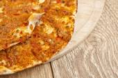 Turkish specialty pizza lahmacun pide with parsley and lemon — Stock Photo