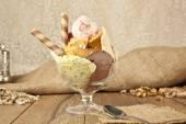 Gelato sundae in Coppa di gelato — Foto Stock