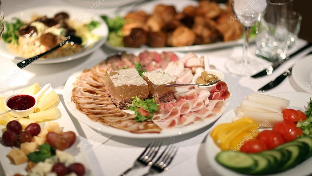 Alimentos restaurante plato aperitivo plato cubiertos for Cuchillos carne mesa
