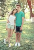 Vintage summer portrait modern couple teenagers in the park, you — Foto Stock