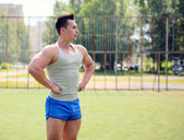 Workout, street sport, training - concept. Handsome man posing o — Stock Photo