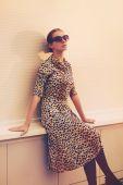 Street fashion concept - pretty elegant woman in leopard dress o — Стоковое фото