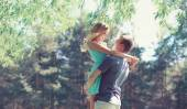 Sweet couple in love, woman and man enjoy each other in sunny sp — Стоковое фото