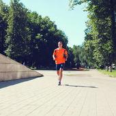 Sportu a zdravého životního stylu koncepce - fitness muž běží — Stock fotografie