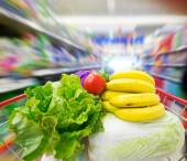 Shopping cart with fruits and Vegetables — Foto de Stock