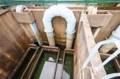 Encanamento de azul para oxigênio soprando na água de esgoto — Fotografia Stock