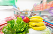Shopping cart with fruits and Vegetables — Stockfoto