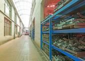 いくつかの商品の大きい現代倉庫 — ストック写真