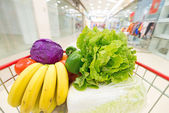 Shopping cart with fruits and Vegetables — Foto Stock