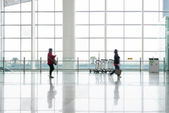 Passengers in the shanghai pudong airport — Stock Photo