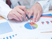 Woman hand with business report — Stockfoto