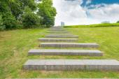 Stone walkway pattern on a grass field — Stock Photo