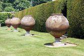 Italian terracotta containers. sculptures, Hever castle, Kent, England — Foto de Stock