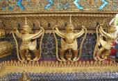 Golden statues, Wat Phra Keo, Emerald Buddha temple, Bangkok, Thailand — Photo