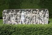 Stonework frise. sculpture. sculptured urn, Roman sarcophagus, Cliveden, England — Stock Photo