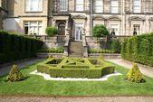 Garden art. garden design. hedge boxes. entrance. garden — Stock Photo