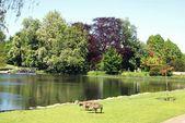 Lake, Leeds castle garden, Kent, England — Stock Photo