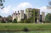 Castle and garden at riverside. Hever caste, Kent, England — Stock Photo