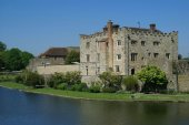 Moated castle, Leeds castle, Kent, England — Stock Photo